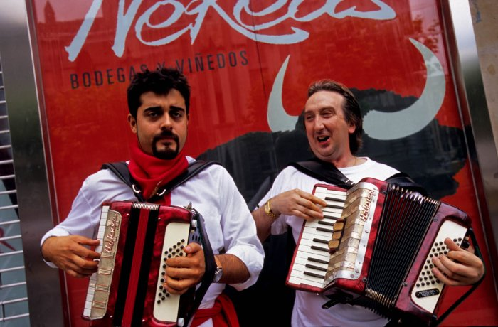 Accordionists with alleged marital problems